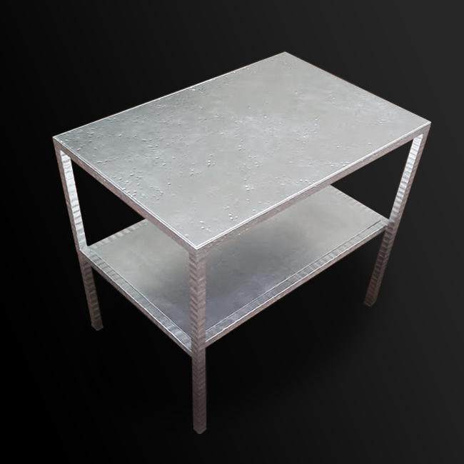 51. Paladžio lapeliais dengtas kaltinio metalo staliukas. Pagaminta vardinėms parduotuvėms visame pasaulyje.