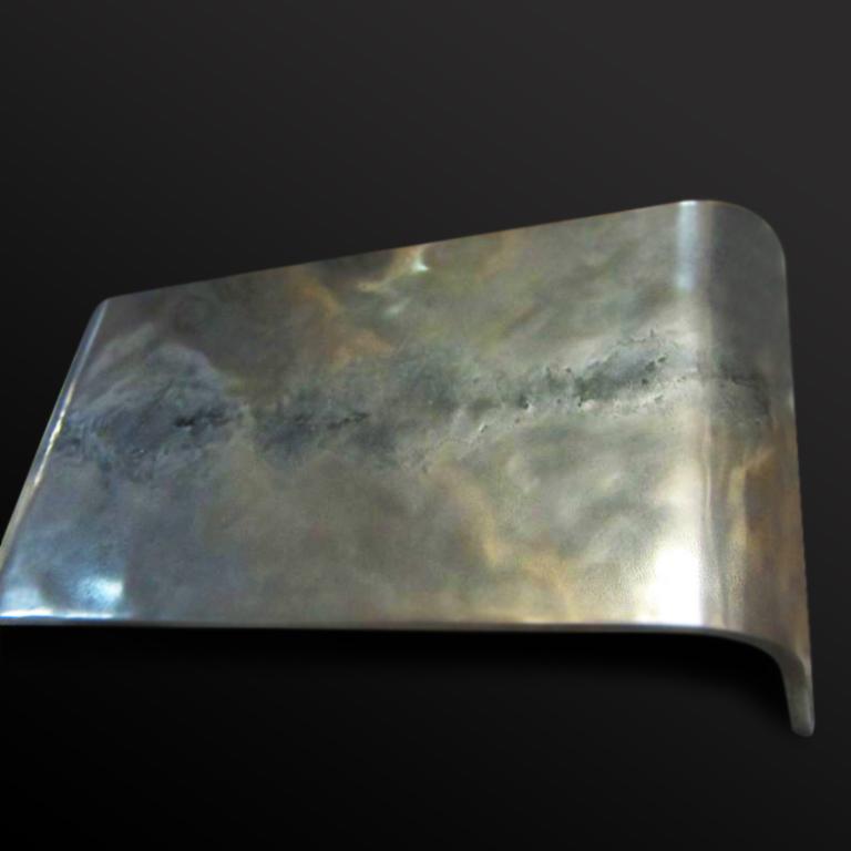 24. Stalas ''Shagreen'', padengtas baltuoju auksu.