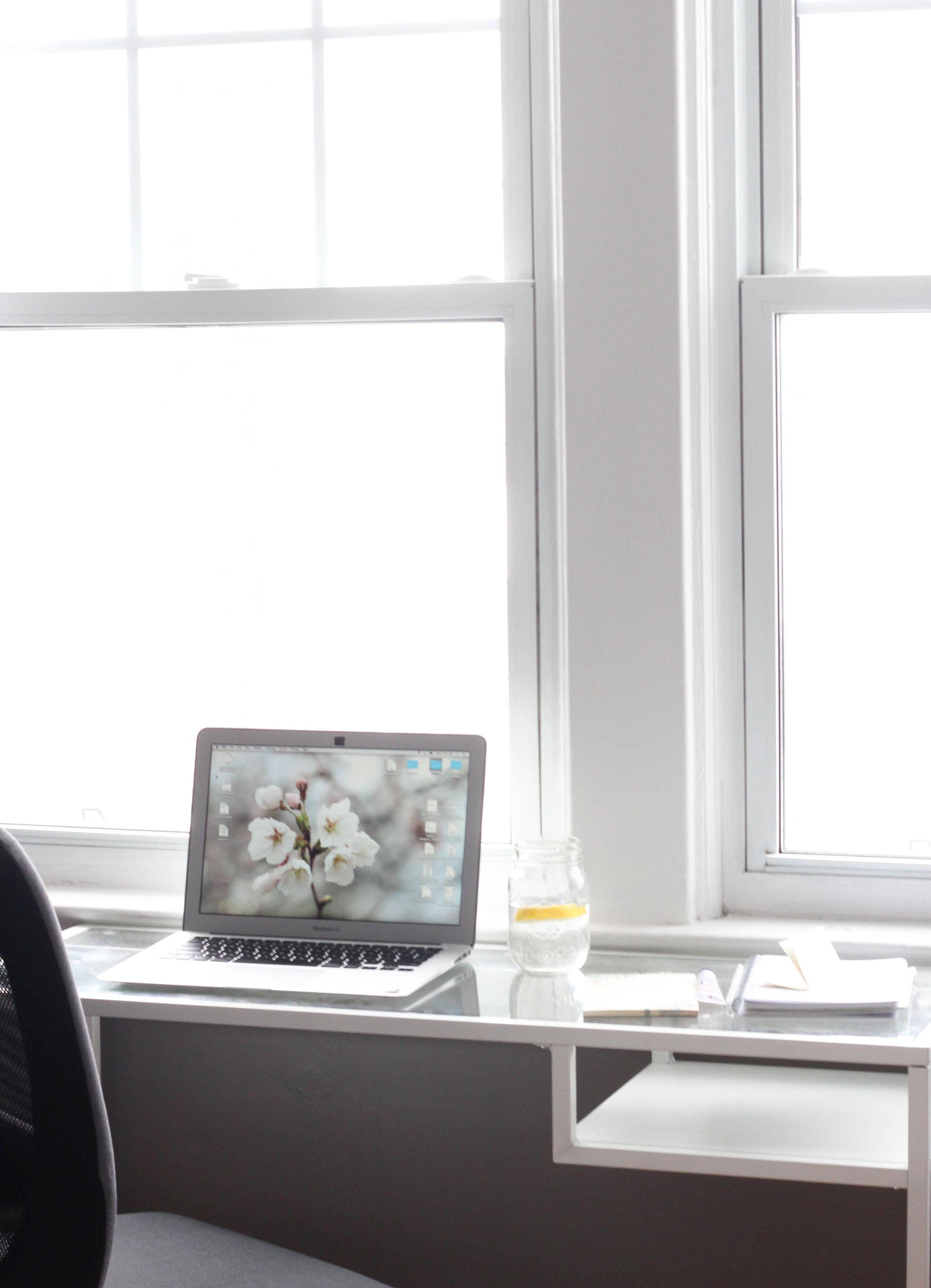 business_freelance_office.jpg