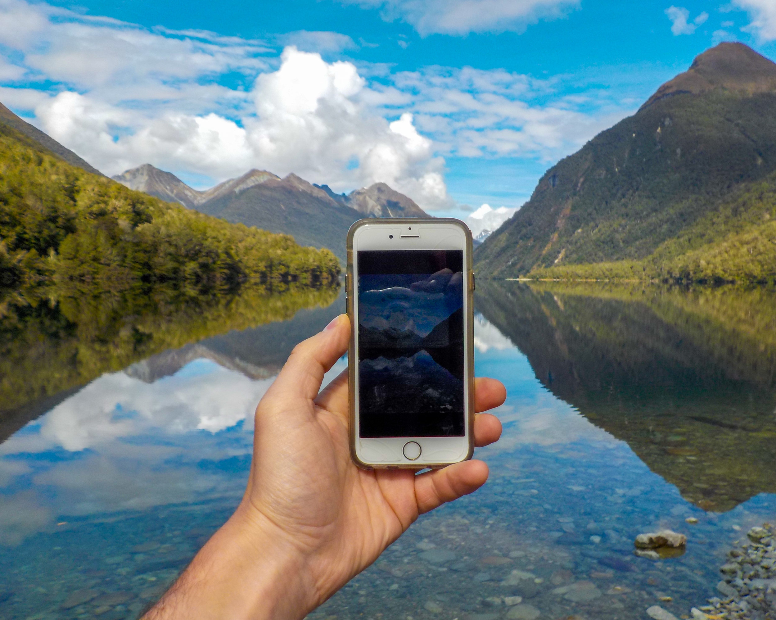 7 Smartphone Techniques That Will Enrich Your Travels