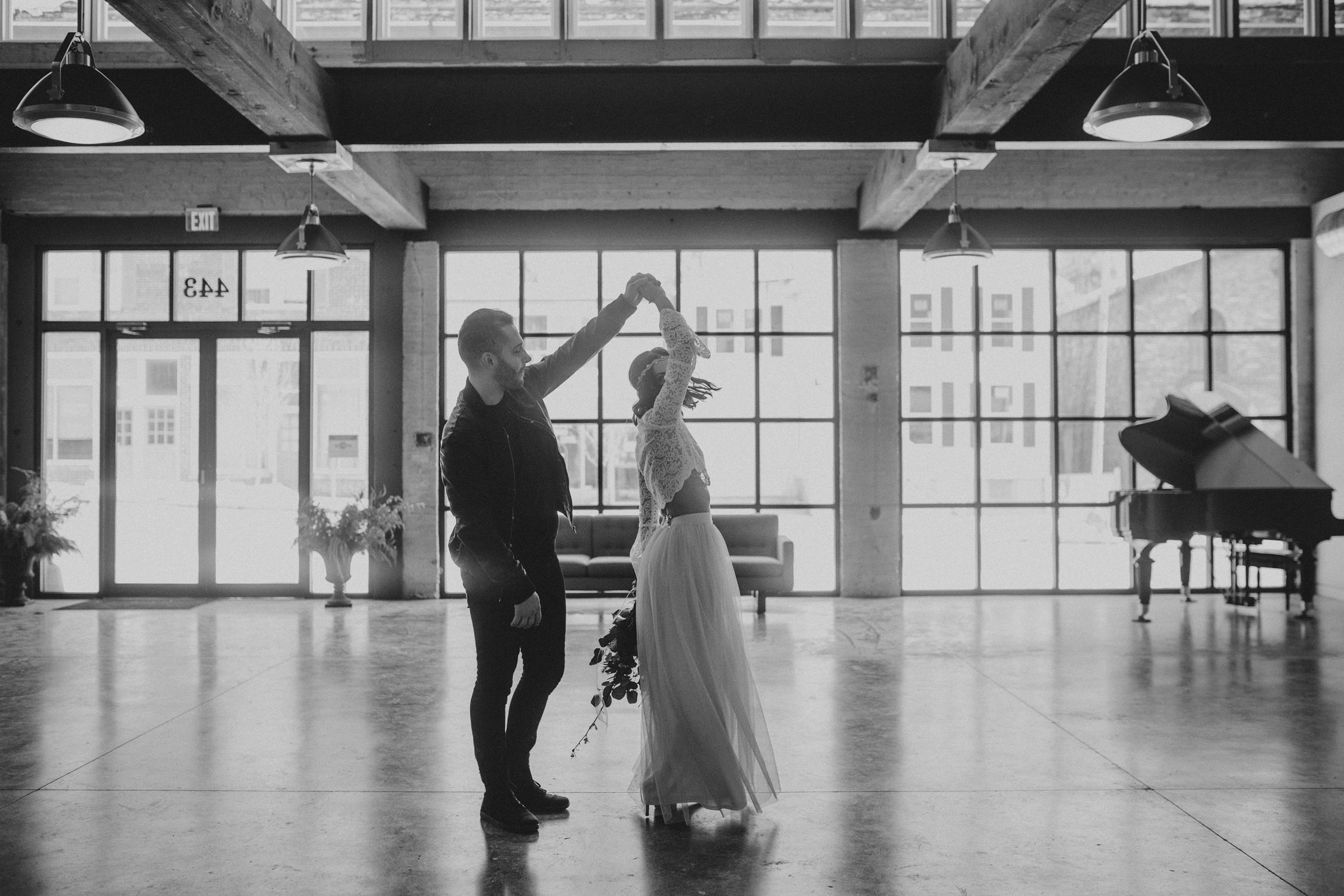joes_garage_wedding_014.jpg