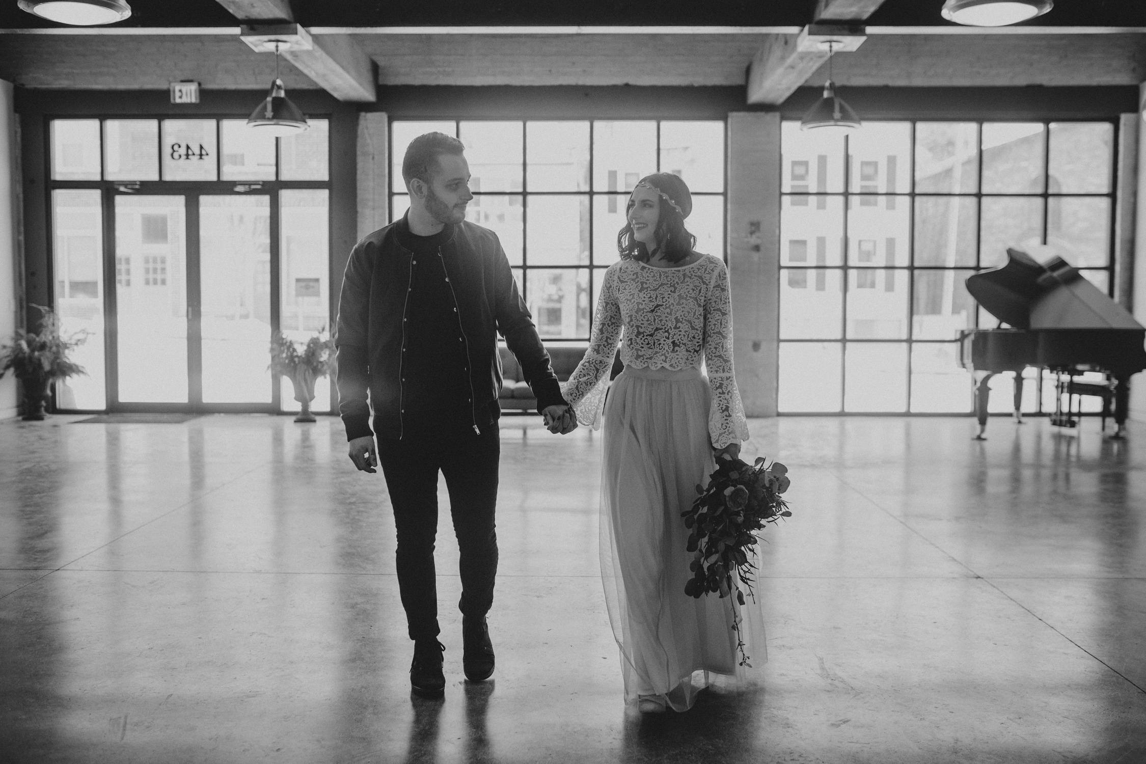 joes_garage_wedding_016.jpg