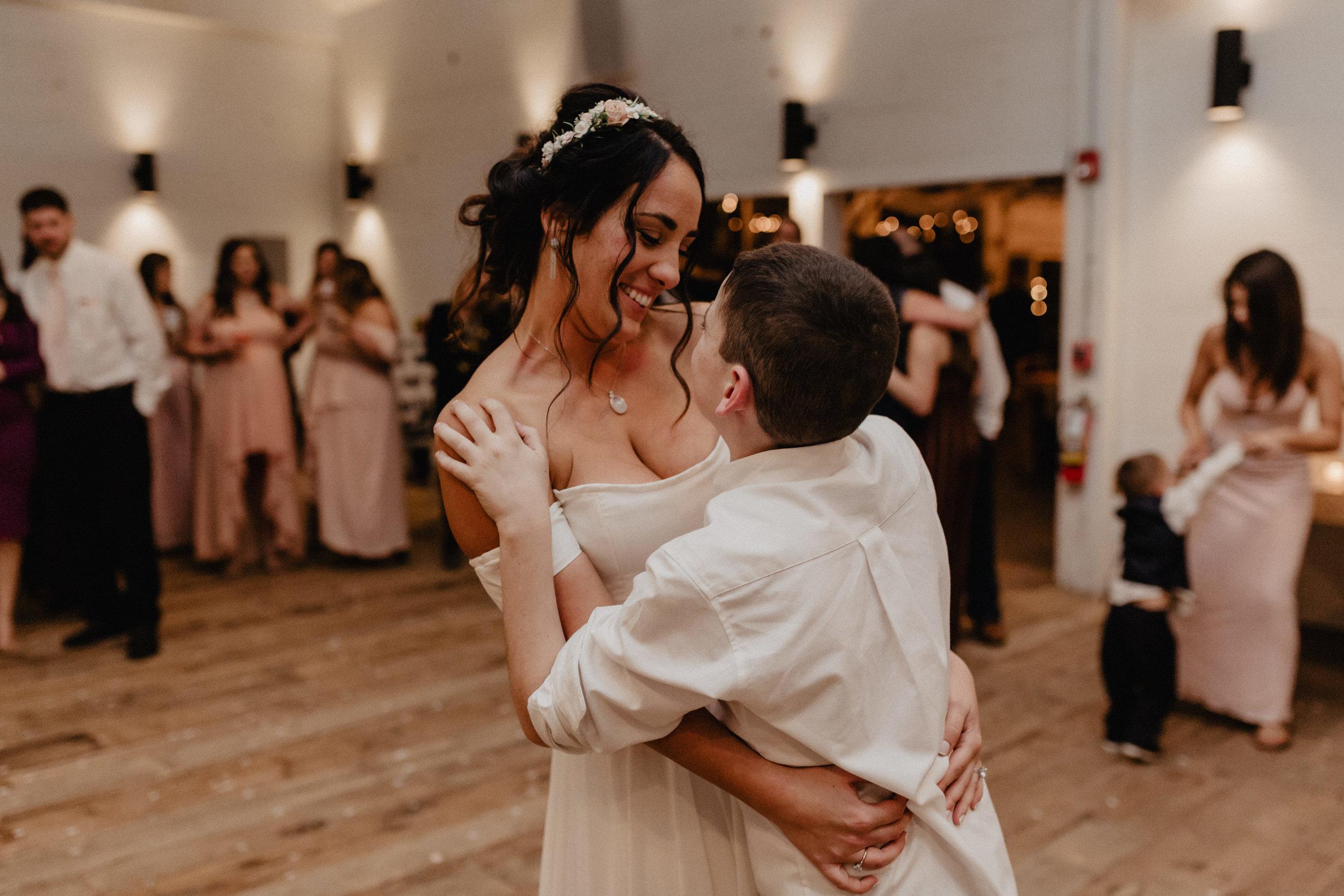 audreys_farmhouse_wedding_090.jpg