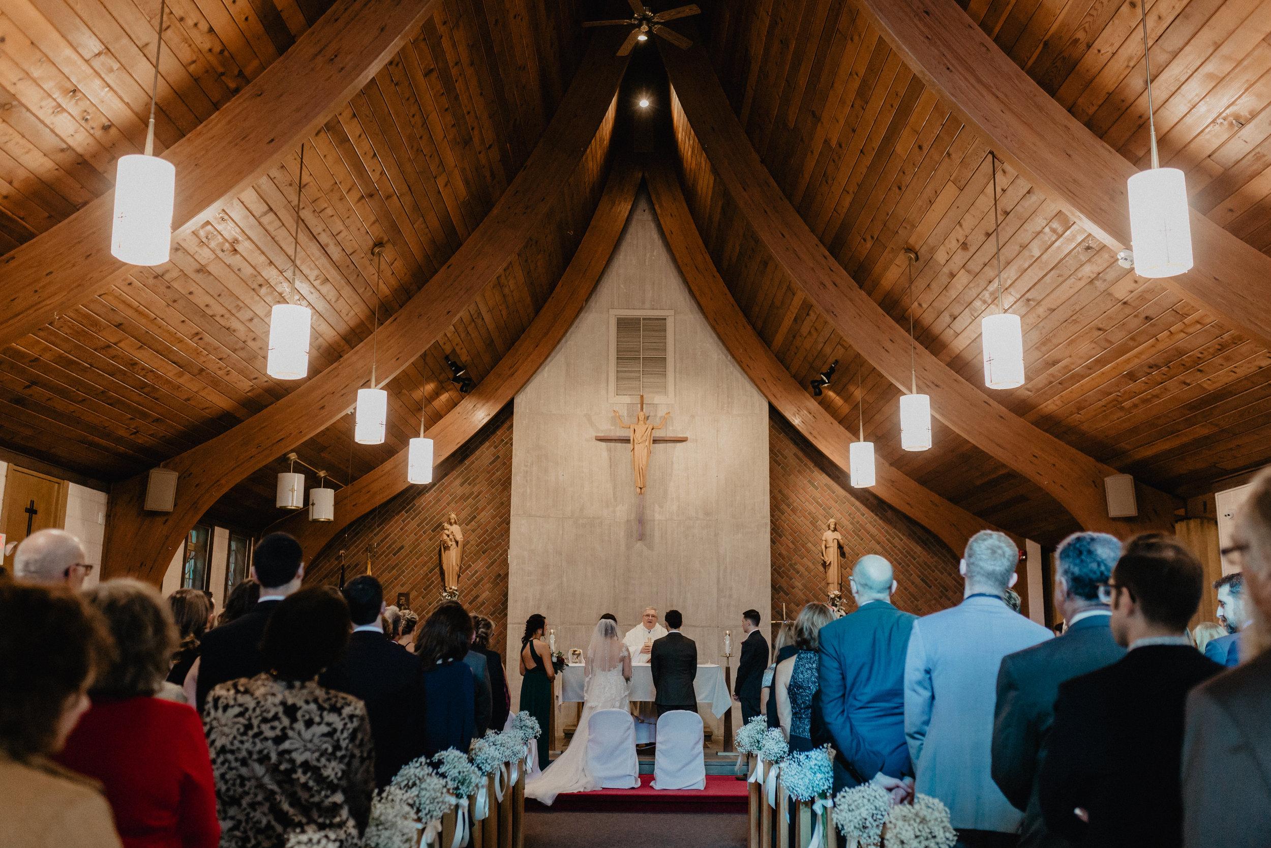 feast_at_round_hill_wedding_032.jpg