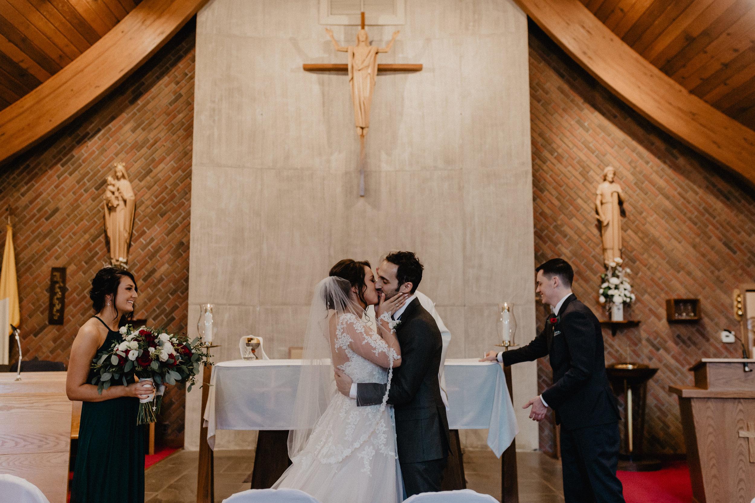 feast_at_round_hill_wedding_039.jpg