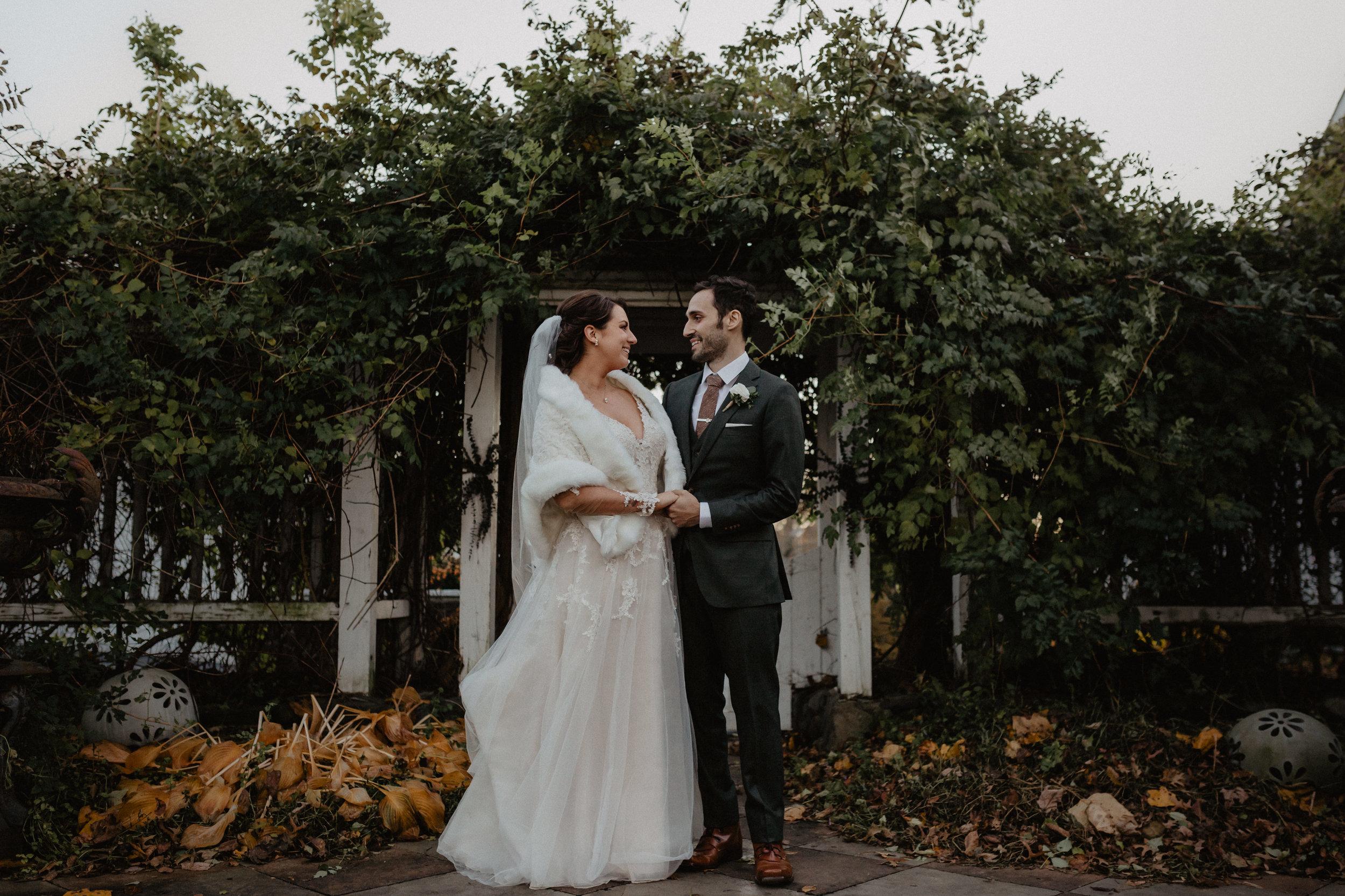 feast_at_round_hill_wedding_053.jpg