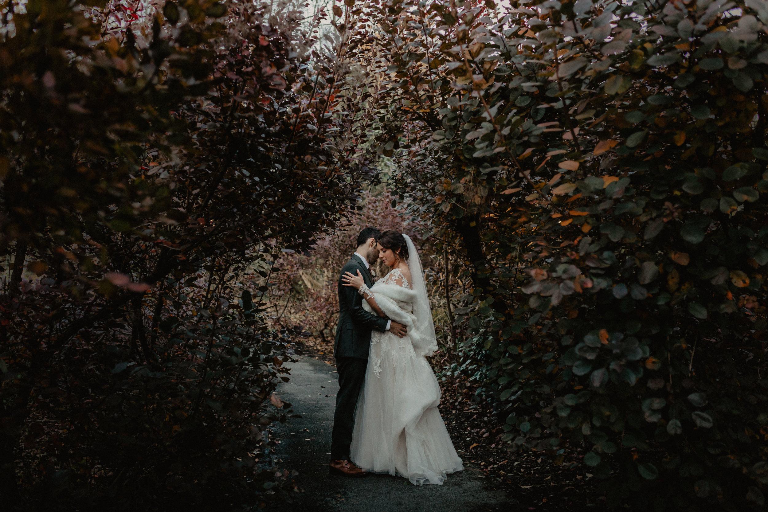 feast_at_round_hill_wedding_061.jpg