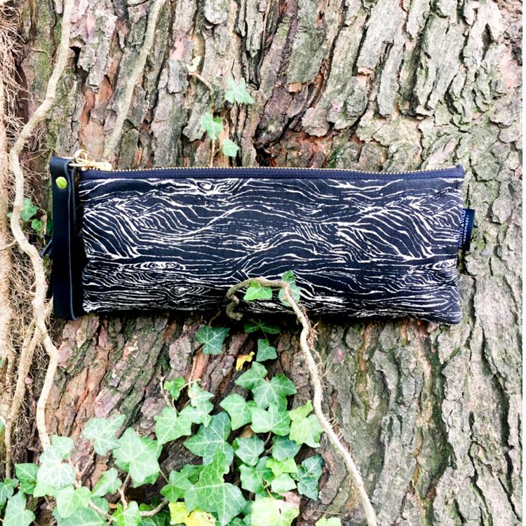 "The ""wood"" slim clutch"