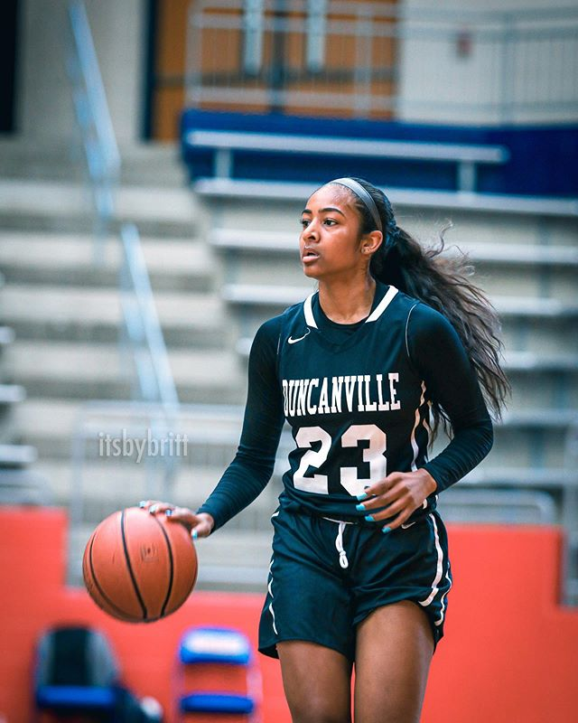 Deja's senior bouta' hit real different...💯 ➡️ swipe to see the 👸🏽🏀 @dejakelly