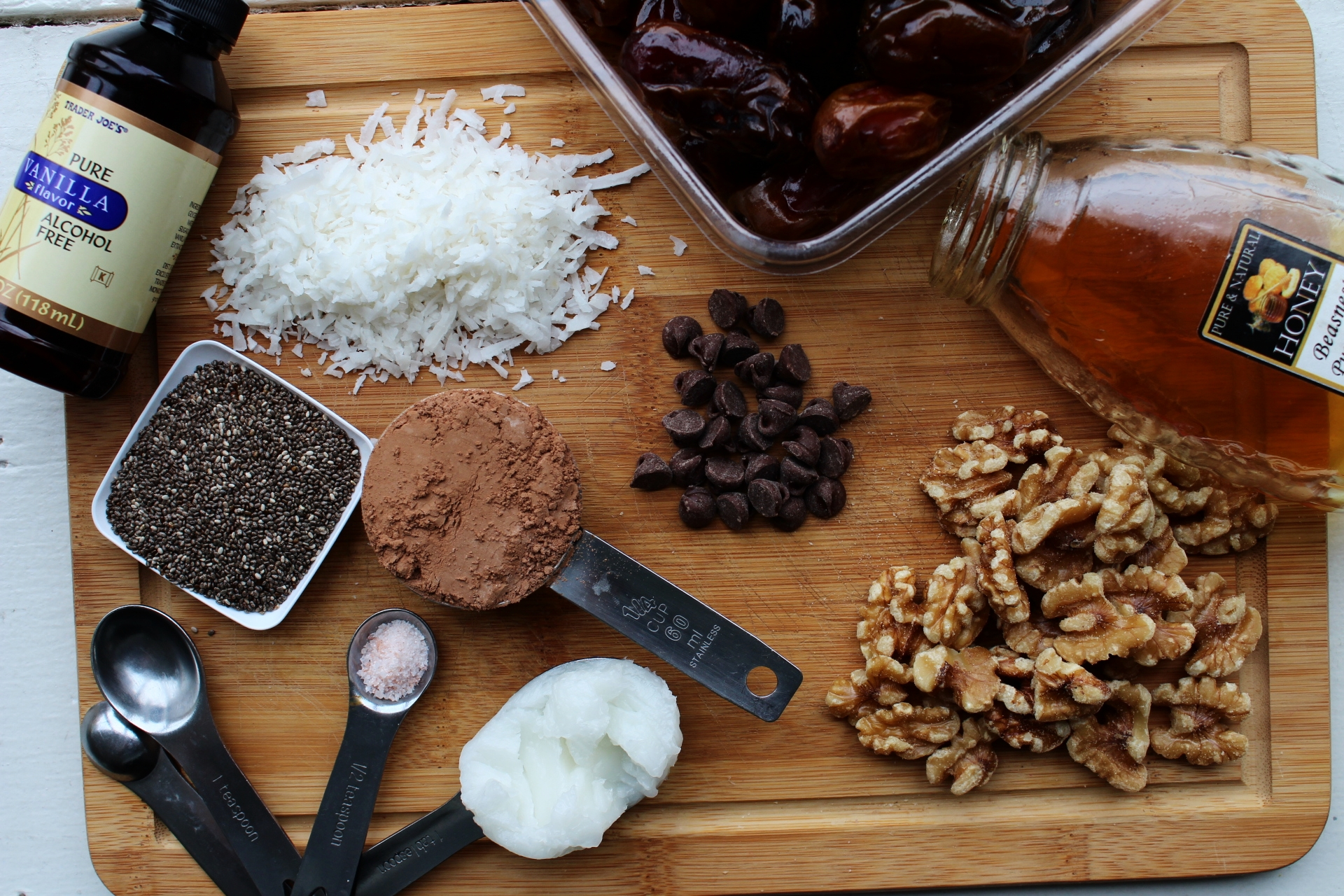 healthy-no-bake-energy-bites-with-dates