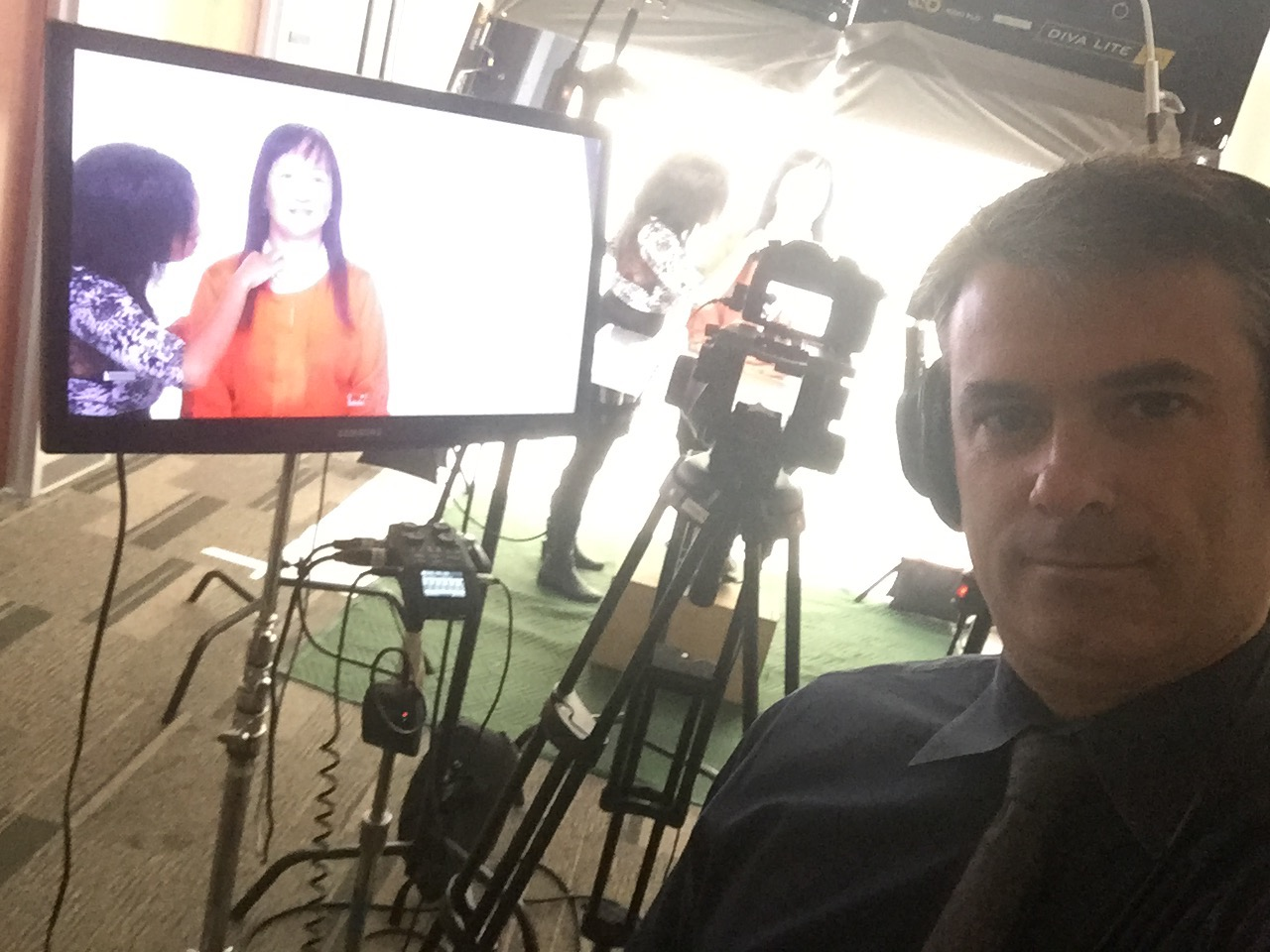 Patiently waiting for touch-ups while directing a NYL agent in Chicago. Spring 2016.