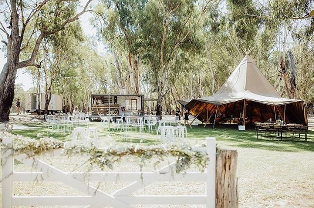 RIVERSIDE PARADISE | Nikita and Nathan celebrated along the border of Victoria and New South Wales, riverside 🌳 on a beautiful February evening ☀️... we couldn't imagine anything better 🙌🏼 Photographer @mickalathomas_photographer Venue @murraygumsestate Styling @eventsmatter_hireandstyle Bar @_mo_bar Pizza @happycamperpizza Cake @sweetspotcakery Flowers @wallingfordflowers Grazing Table @rustiquegrazing Tipi @tipikata Dancefloor @countryweddingandeventhire Videographer @paperlion.co • • • #diywedding #weddinginspiration #weddingstyle #melbourne #bride #victoria #weddingdress #weddinginspiration #tipihiremelbourne #bohobride #tipikata #countrywedding #victoriawedding #tipihirevictoria #eventhire #weddingflowers #weddingstyle #weddingplans  #wedding2019 #melbournewedding #melbourneevents #centralvictoria #melbournecbd #gippsland #morningtonpeninsula #geelong #greatoceanroad #bendigo #ballarat #bellarinepeninsula #teepeewedding #tipiwedding