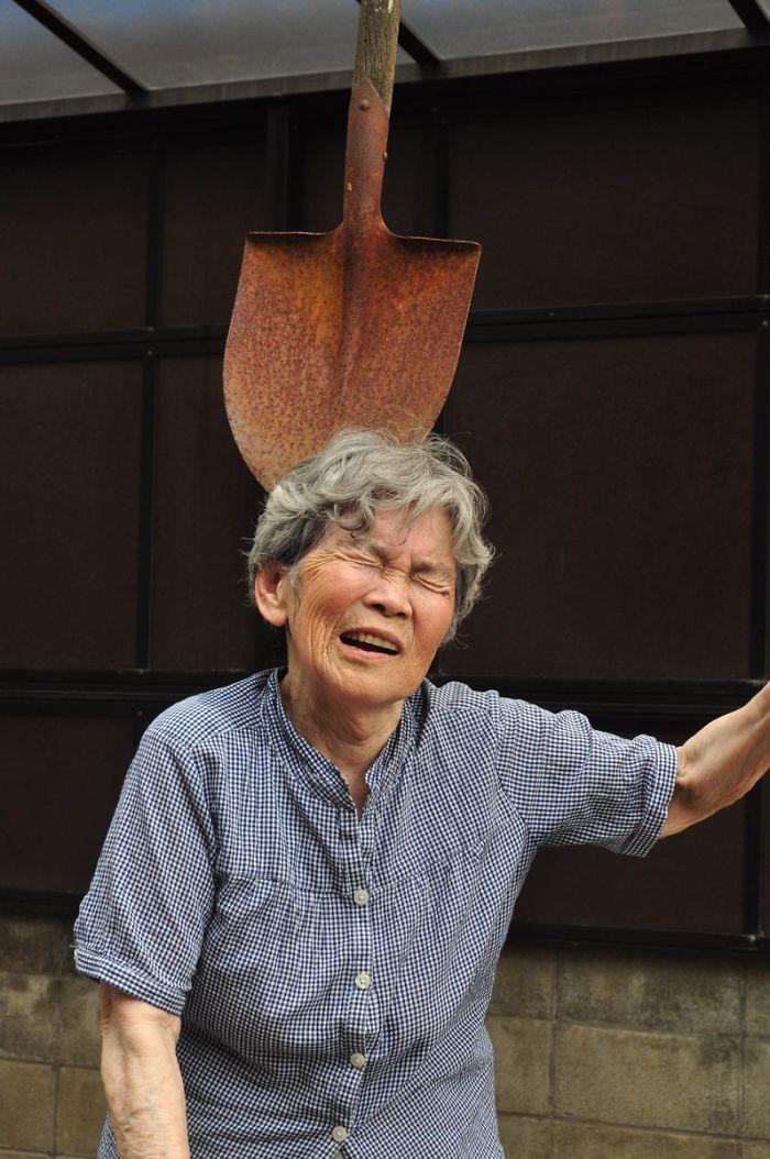 funny-self-portraits-kimiko-nishimoto-89-year-old-3-5a0a9e00042a8__700.jpg
