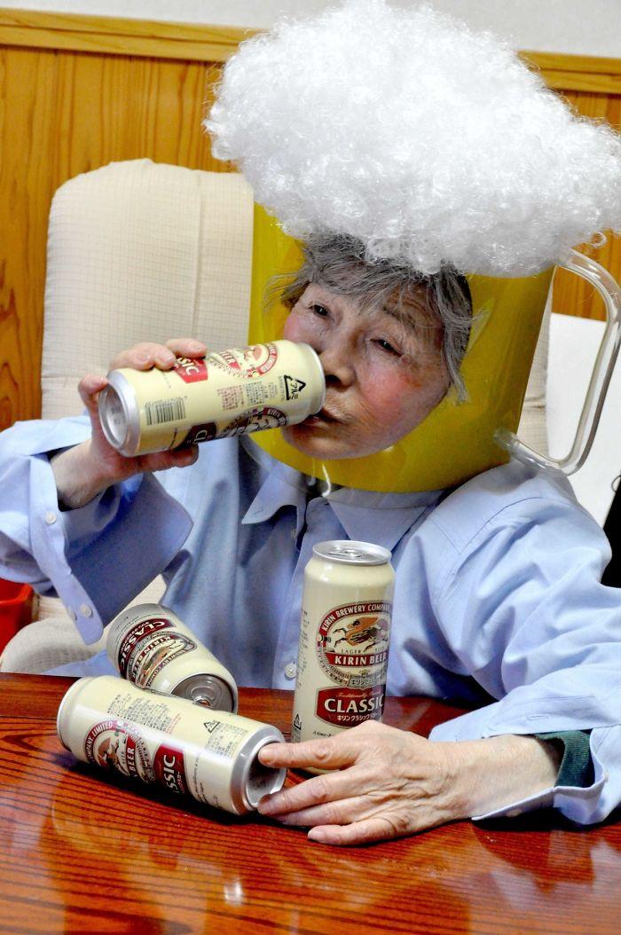 funny-self-portraits-kimiko-nishimoto-89-year-old-7-5a0a9e0a544fa__700.jpg