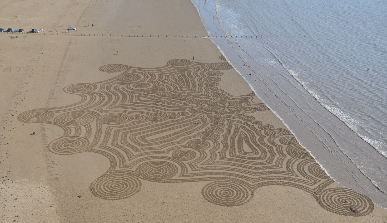 Simon-Beck-Art-LSD-Meets-The-Sea.jpg