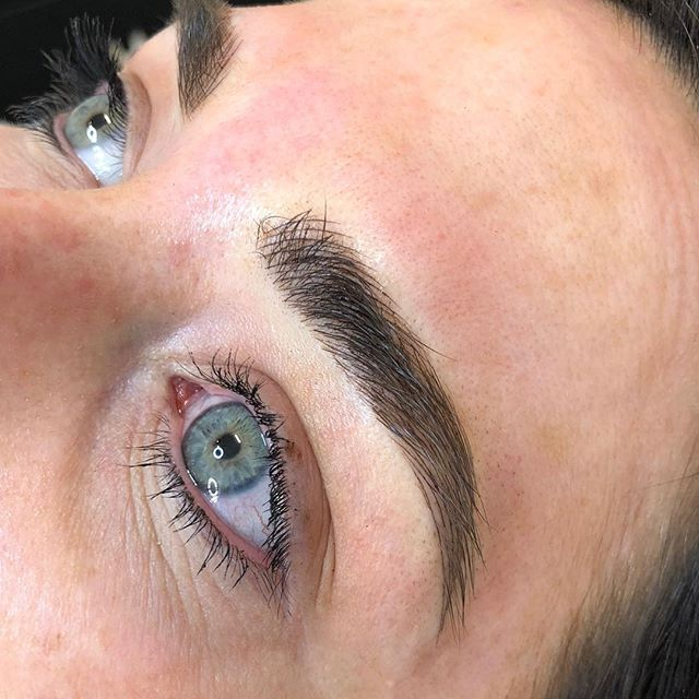 Those fluffy brow feels 🙌🏼 Super crisp fluffy strokes to fill in and define sparse brows, microblading can be the answer for those looking to fill in their brows semi permanently (12-18 months approx) and stop having to draw in your brows daily! So great for summer and holidays where we want to wear minimal makeup! Limited available appointments pre Christmas so if you are wanting the brows of your dreams in time for Santa get your skates on! 🎁
