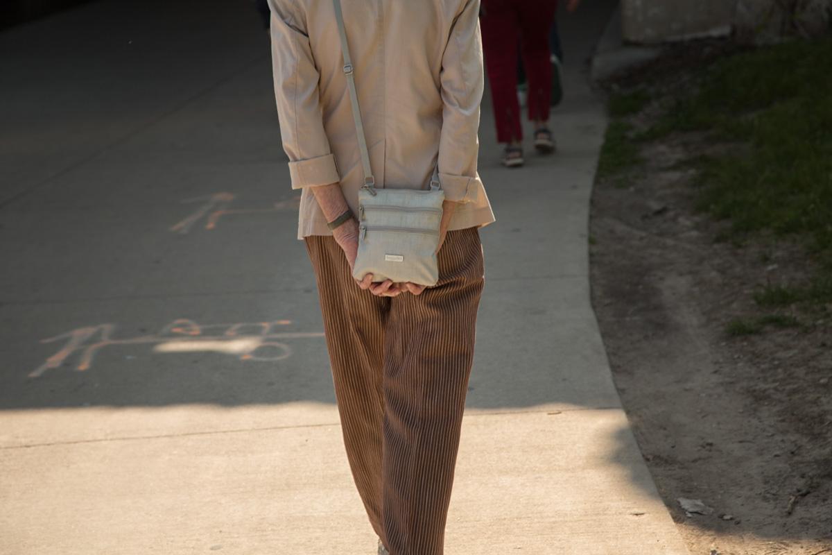 lady hold purse.jpg