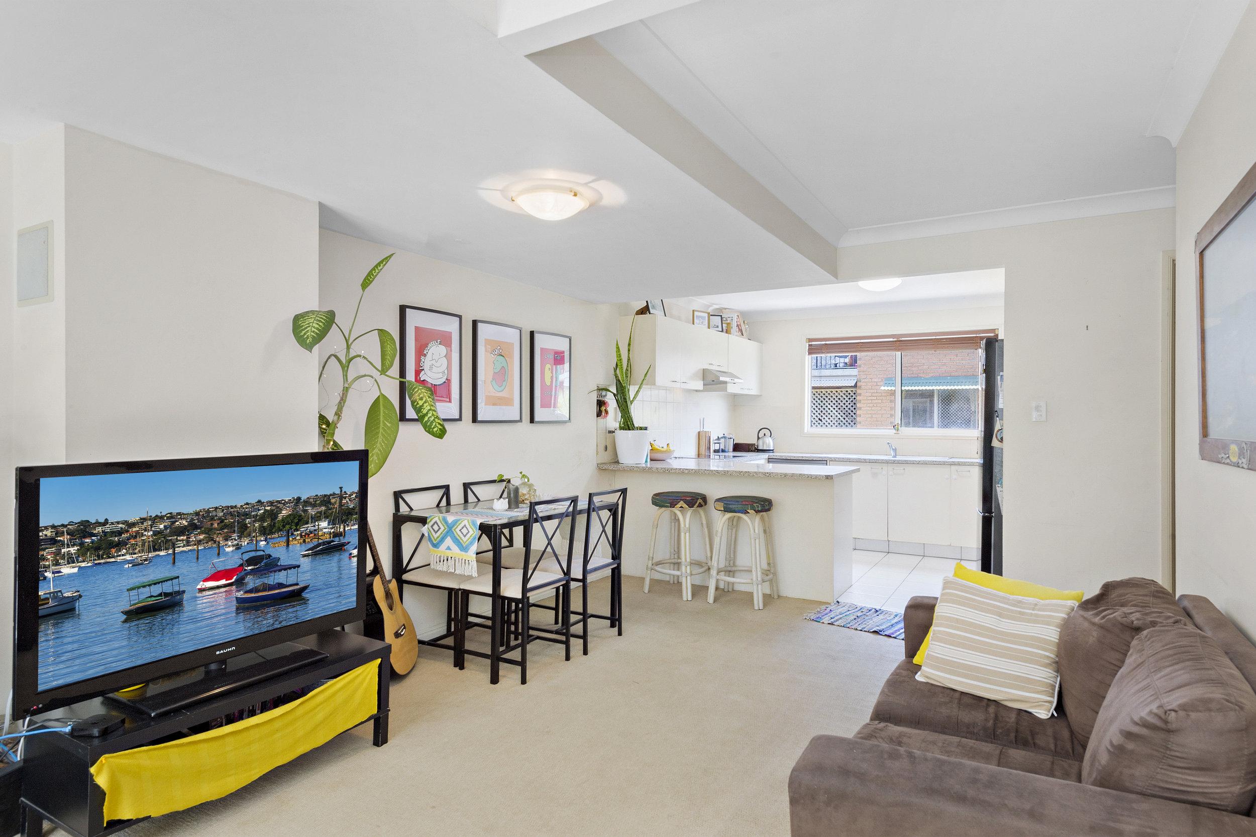 5-Living Room.jpg