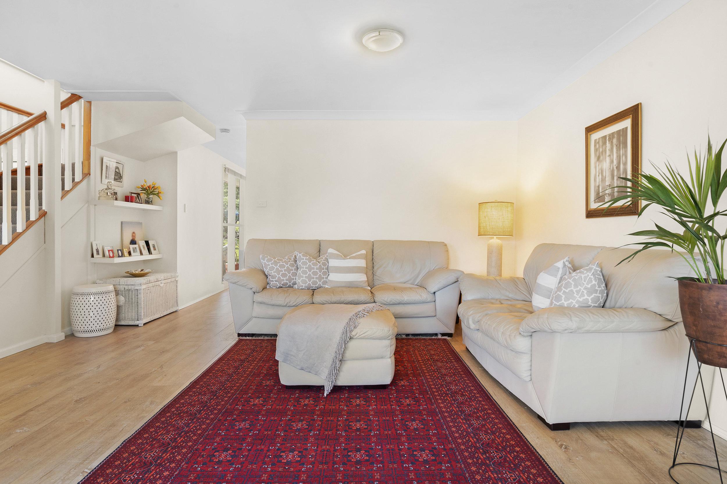 15-Living Room.jpg