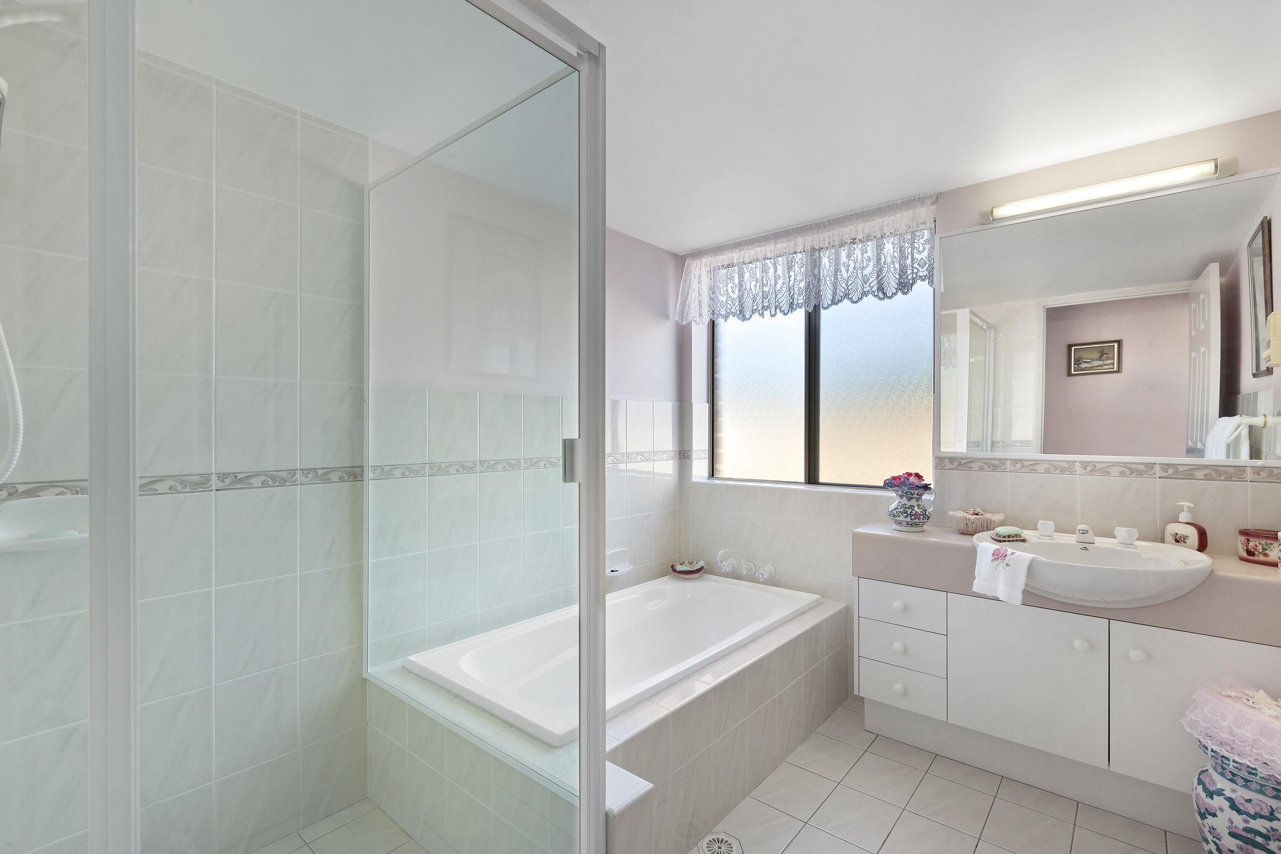 7-Bathroom.jpg