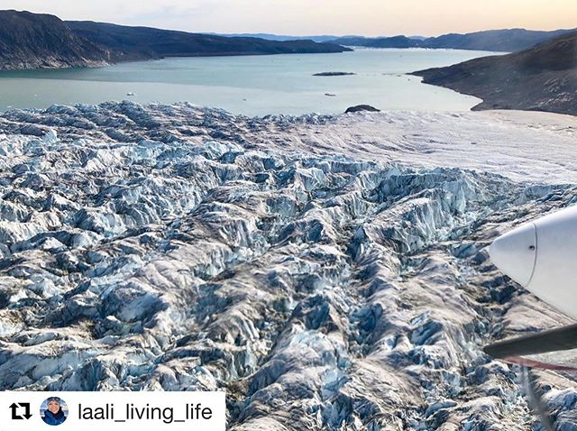 Great photos and nice having you on board @laali_living_life 👍😊✈️ . Meet us, contact and booking in Kangerlussuaq and Ilulissat Airports, your hotel or stop by our office in Ilulissat. . #comeflywithus #greenland #ilulissat #kangerlussuaq #airzafarigreenland #aviation #glacier #arctic #arcticocean #whalewatching #whale #amazing #ice #traveltheworld #explore #icefiord #nature #icecap #instacool #NORTHERN