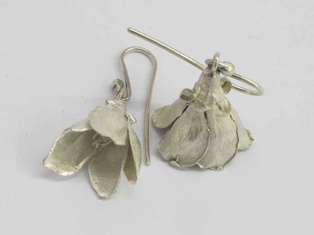 White milkwood flower earrings NBE060.jpg