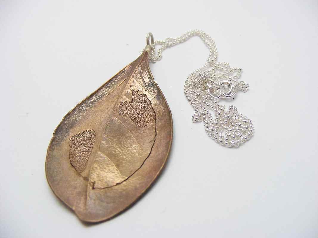 White milkwood leaf pendant bronze NBP044.jpg