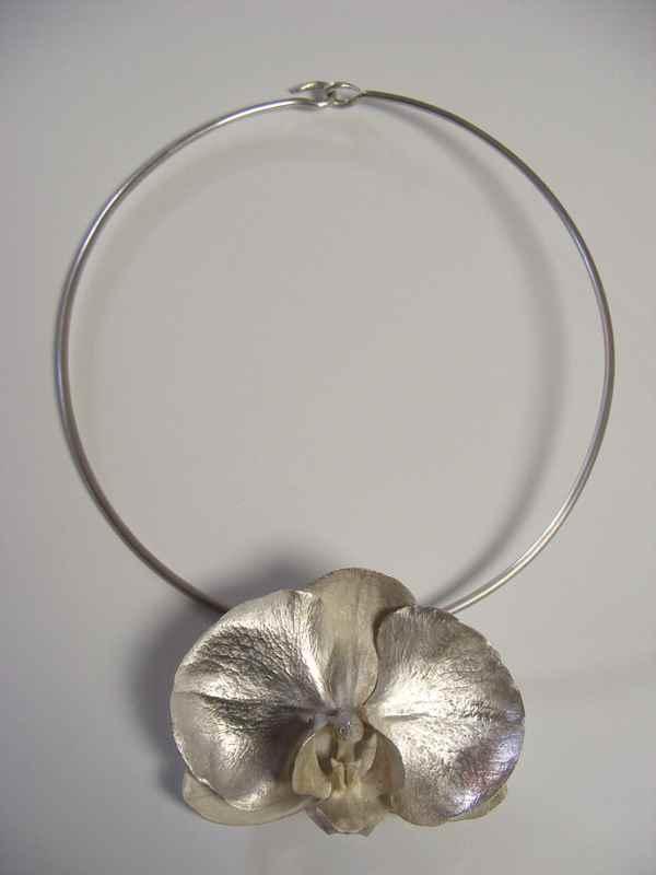Phalaenopsis pendant (L) on choker NBP023 .jpg