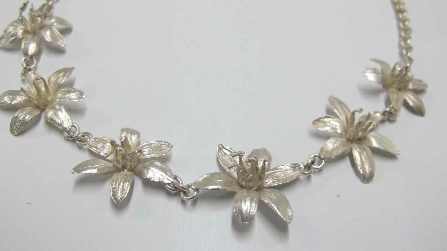 Pineapple flower necklace NBN002.jpg