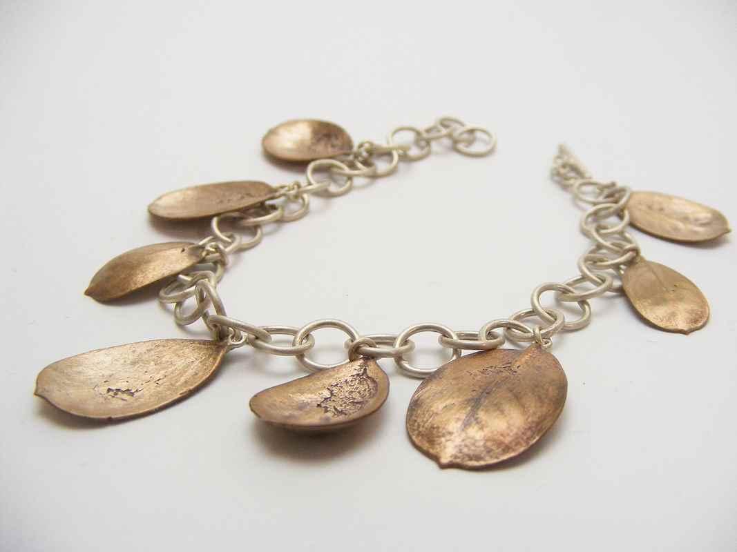 Rooibessie (Charm bracelet with rooibessie leaves) NBW009.jpg