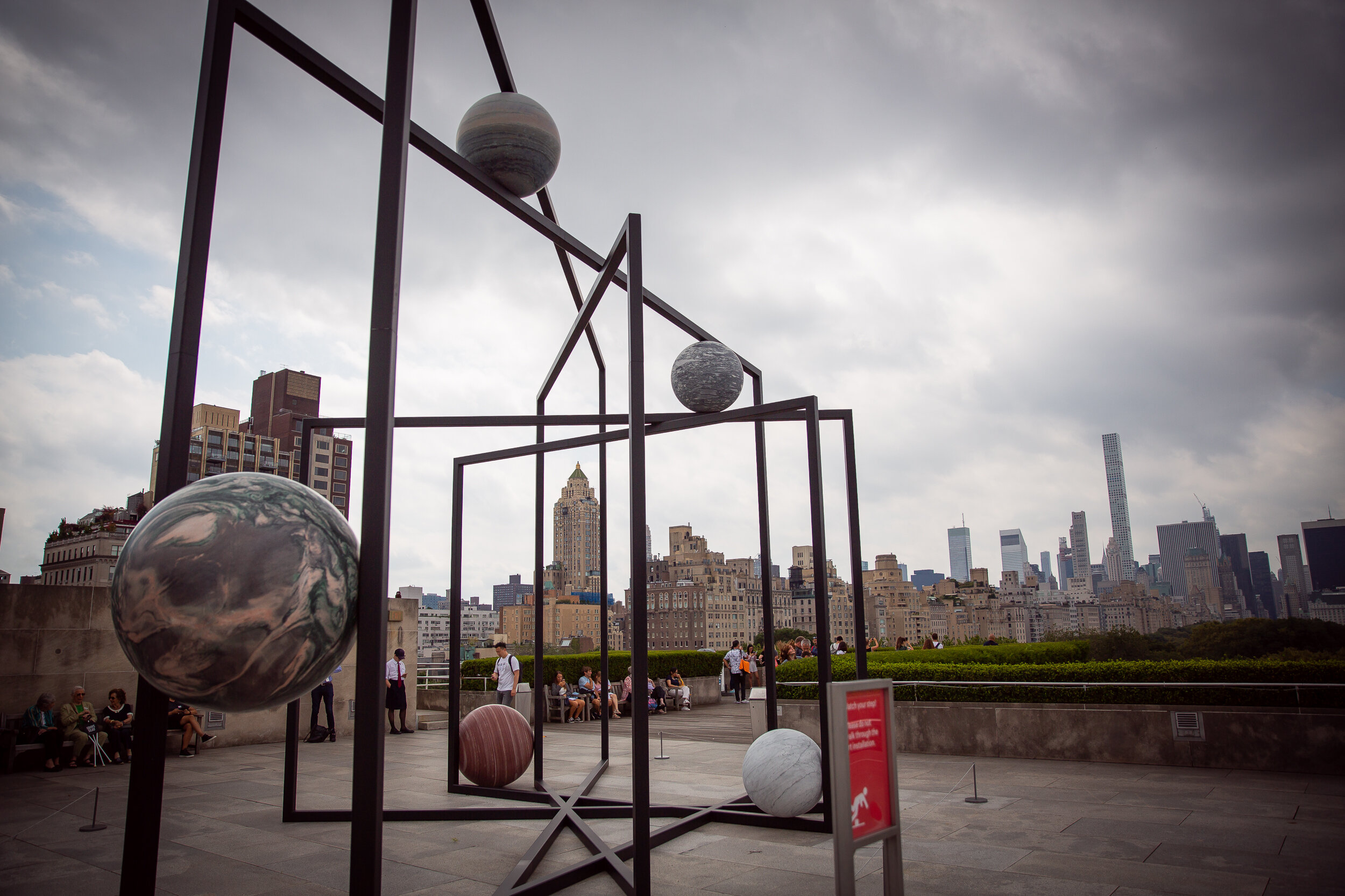 Alicja Kwade's installation «ParaPivot» at The Metropolitan Museum of Art