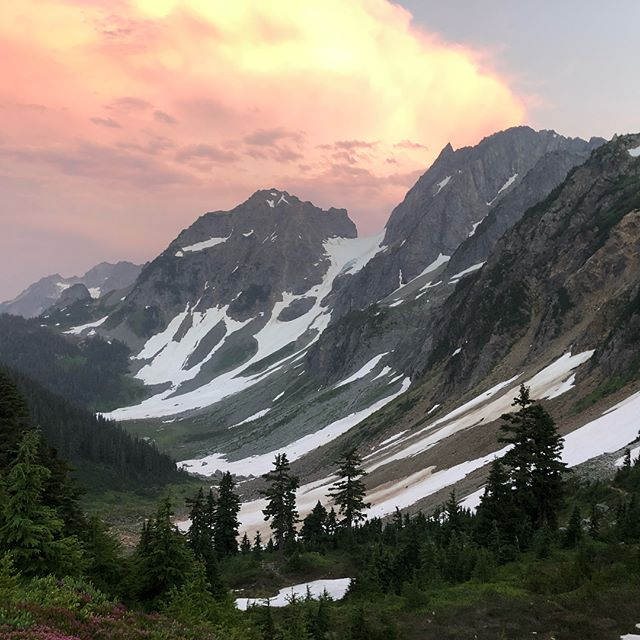 """Sahale is a Chinook word for """"high place"""" or """"up above"""". This was a delightful and somewhat complex alpine climb that was still pretty forgiving of our 5am Seattle lift-off and our high altitude demonstration of rappelling for dummies. Thanks to @chrisghaffari and @mfclay for a great trip."""