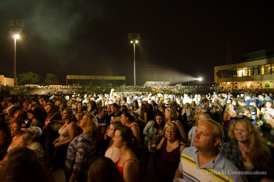 Weishfest 2014-Bands-Crowds.jpg