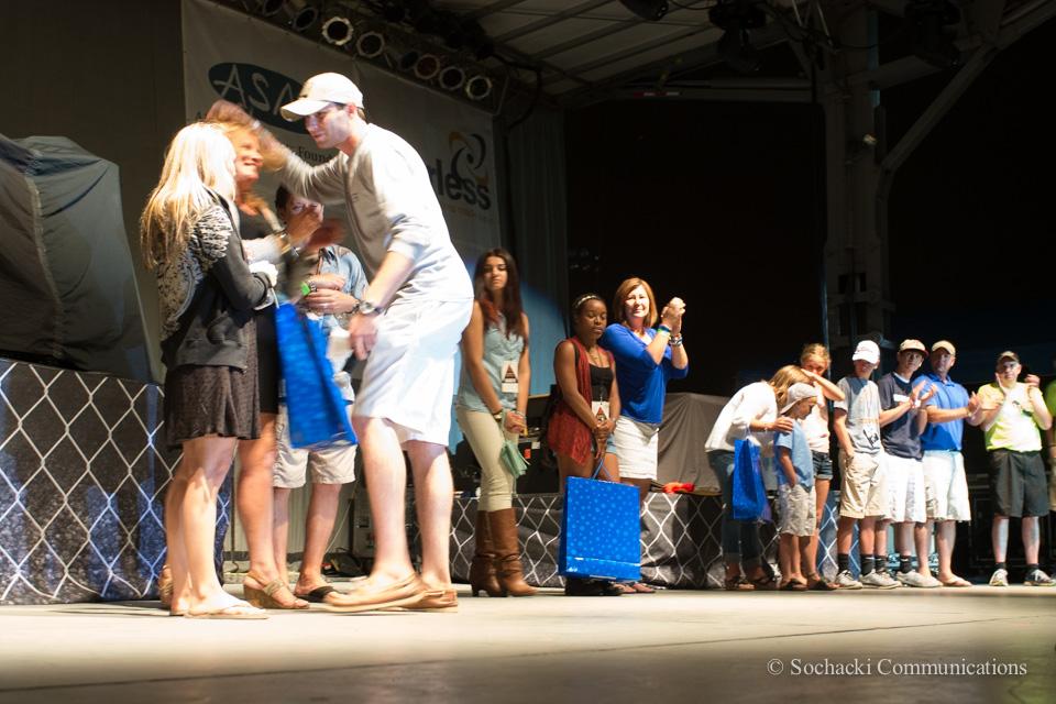 Weishfest 2014-Hugs-To-Beneficaries.jpg