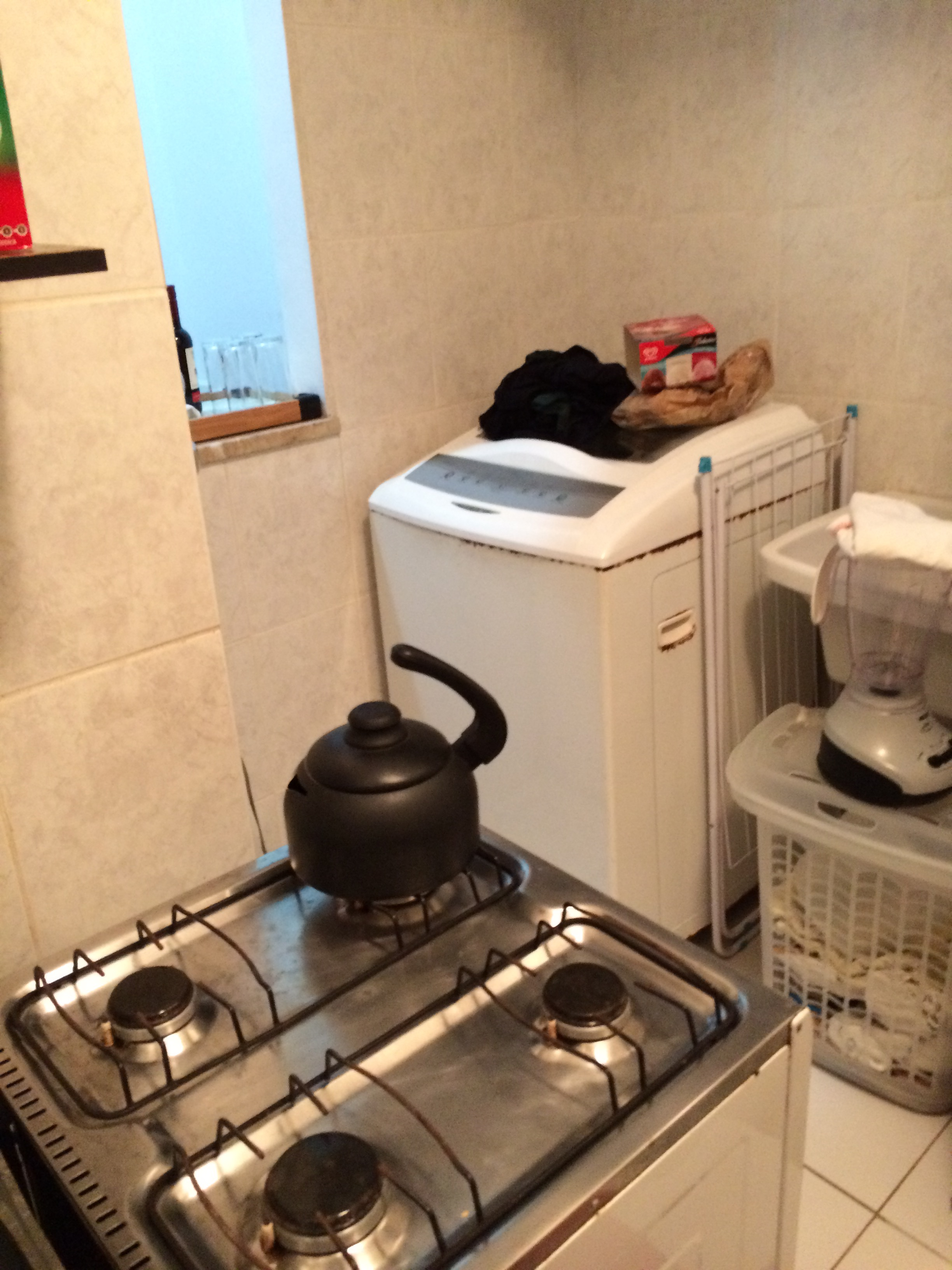 The kitchen, stove with no lid now