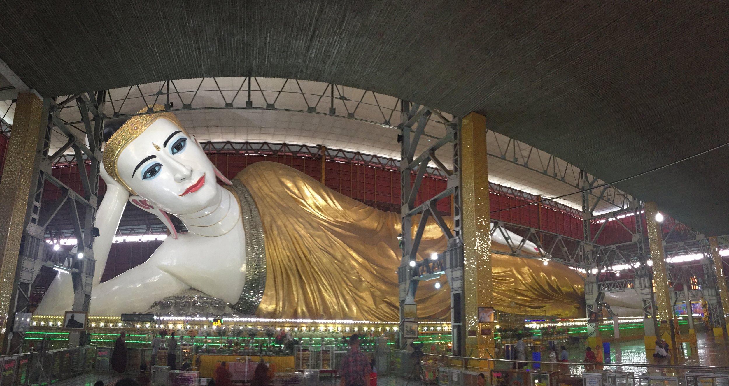 Pano of reclining buddha
