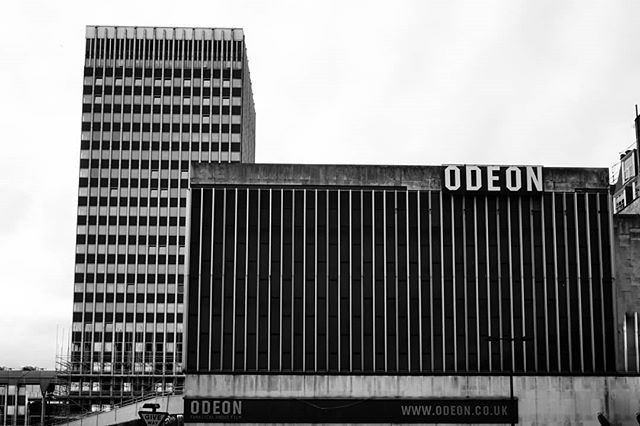 ode to concrete odeon marble arch, 1928-2016  #blackandwhite #blackandwhitephotography #blackandwhitephoto #bnw #monochrome #mono #brutalism #brutalist #brutalistarchitecture #brutal_architecture #brutalismus #brutalismo #architecture #archidaily #architecturelovers #architecturephotography #archdaily #archilovers #architektur #ig_architecture #bw #britisharchitecture #concrete #concretelove #concreteporn #londonarchitecture  #buildinglover #odeon #cinema #odeonmarblearch