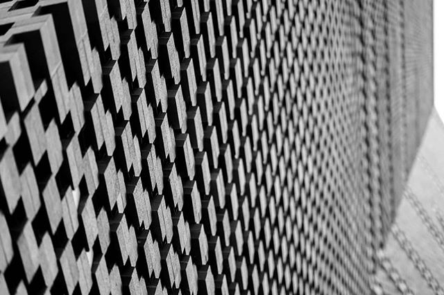 tatetextural - #blackandwhite #blackandwhitephotography #blackandwhitephoto #bnw #monochrome #monochromatic  #architecture #archidaily #architecturelovers #architecturephotography #archdaily #archilovers #architektur #ig_architecture #bw #modernarchitecture #london #londonarchitecture #londonbuildings #tatemodern #switchhouse #buildingporn #buildinglovers #building #brickwork #tate #britisharchitecture #buildinglover #visitlondon #bricks @tate
