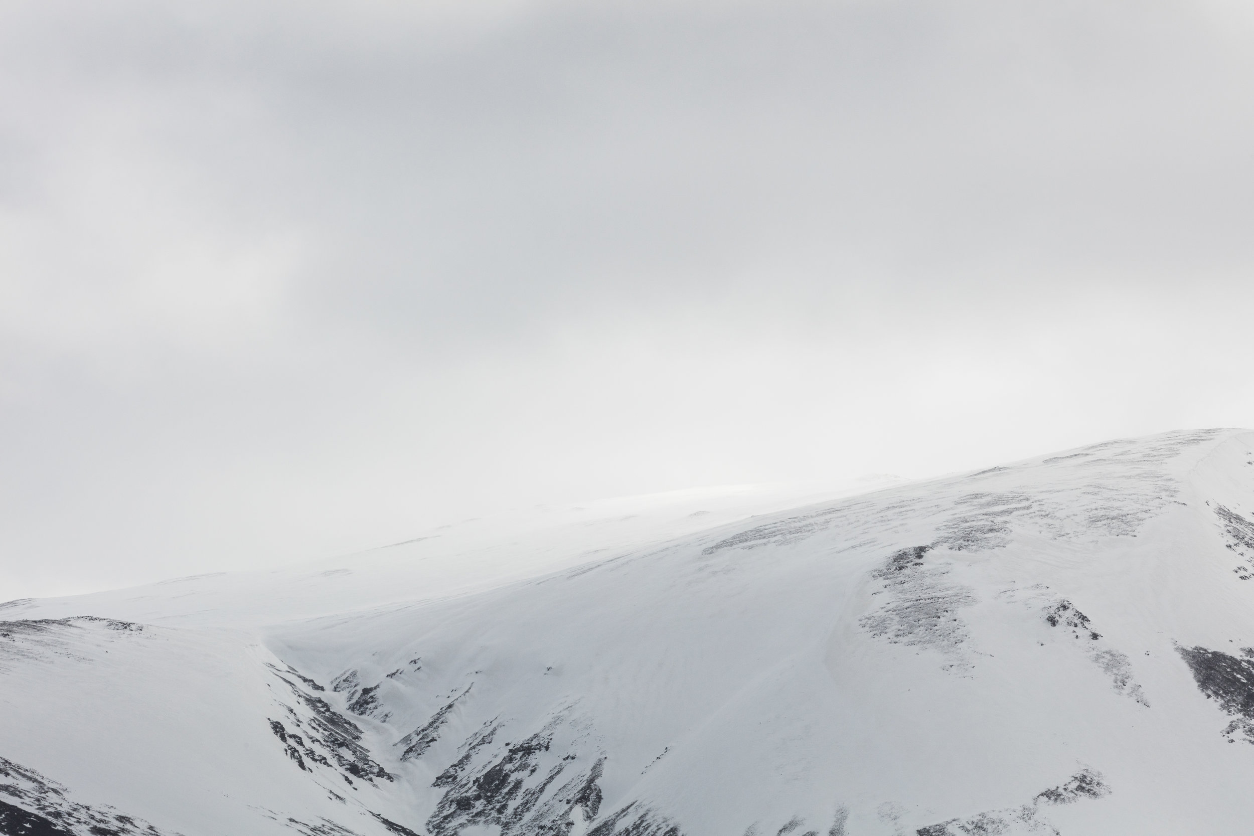 Misty Snow Capped Mountain Peaks, Iceland | The Fox Plateau - Faune