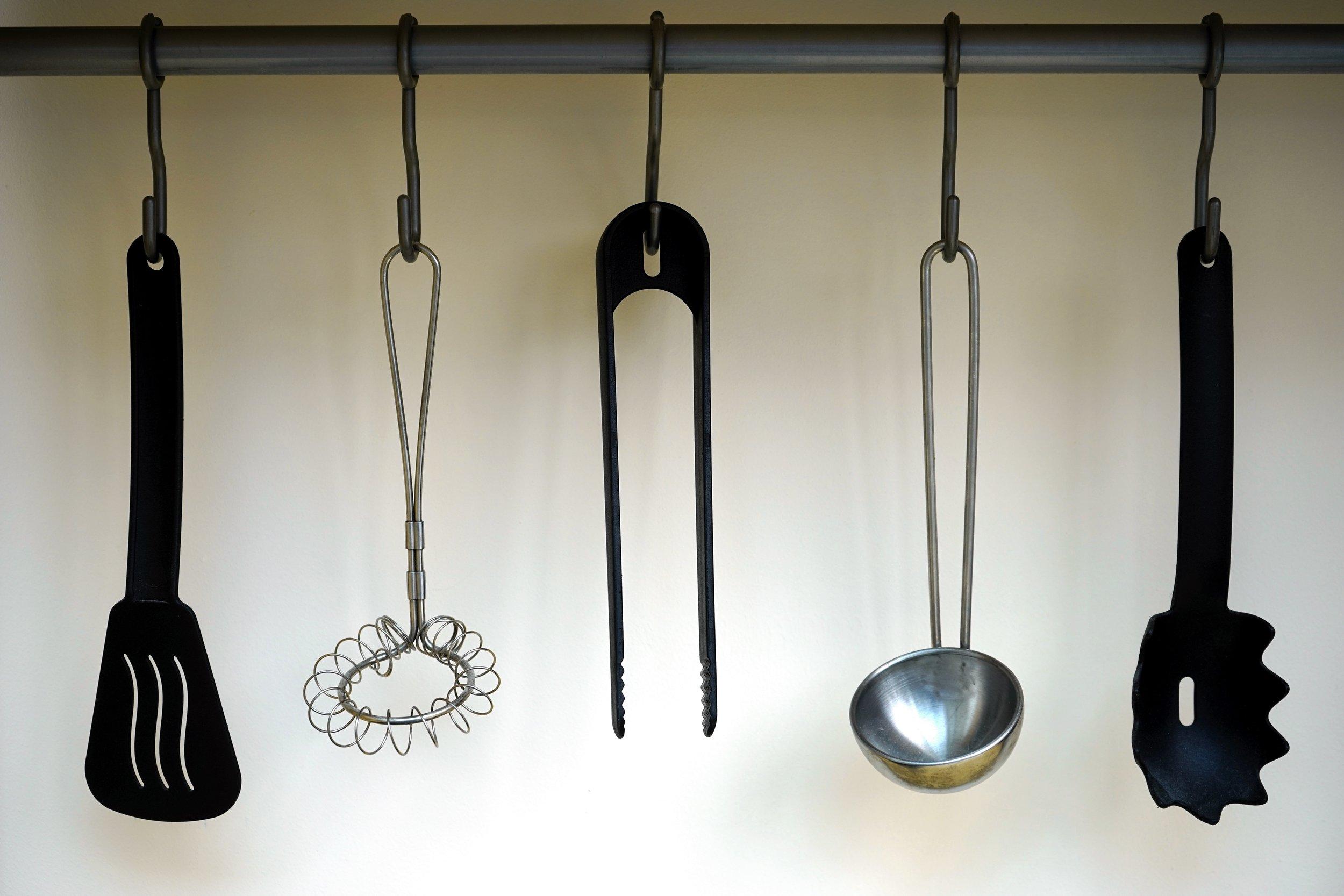 hanging-kitchen-kitchen-utensils-211760.jpg