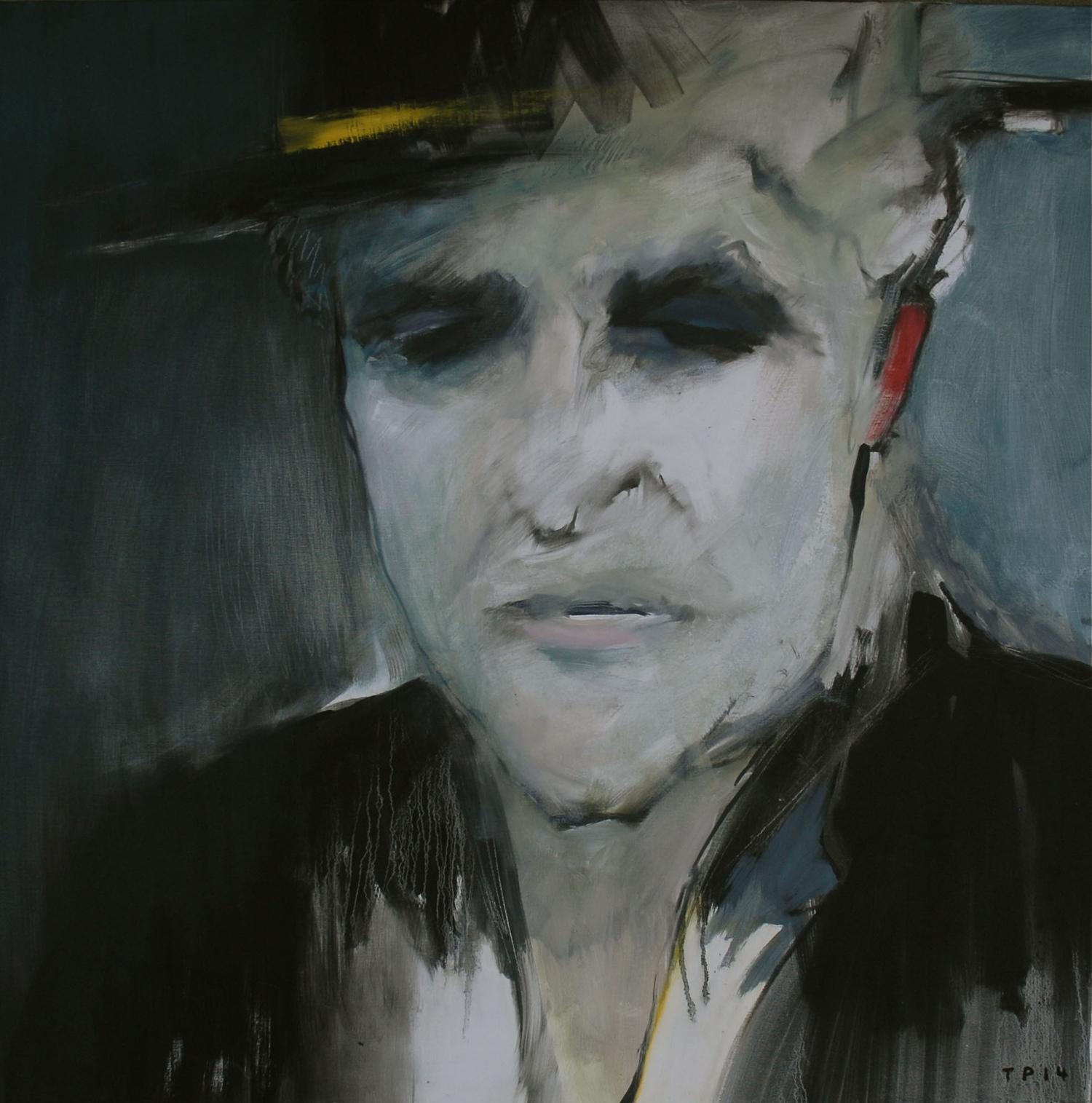 MAN WEARING A BLACK HAT