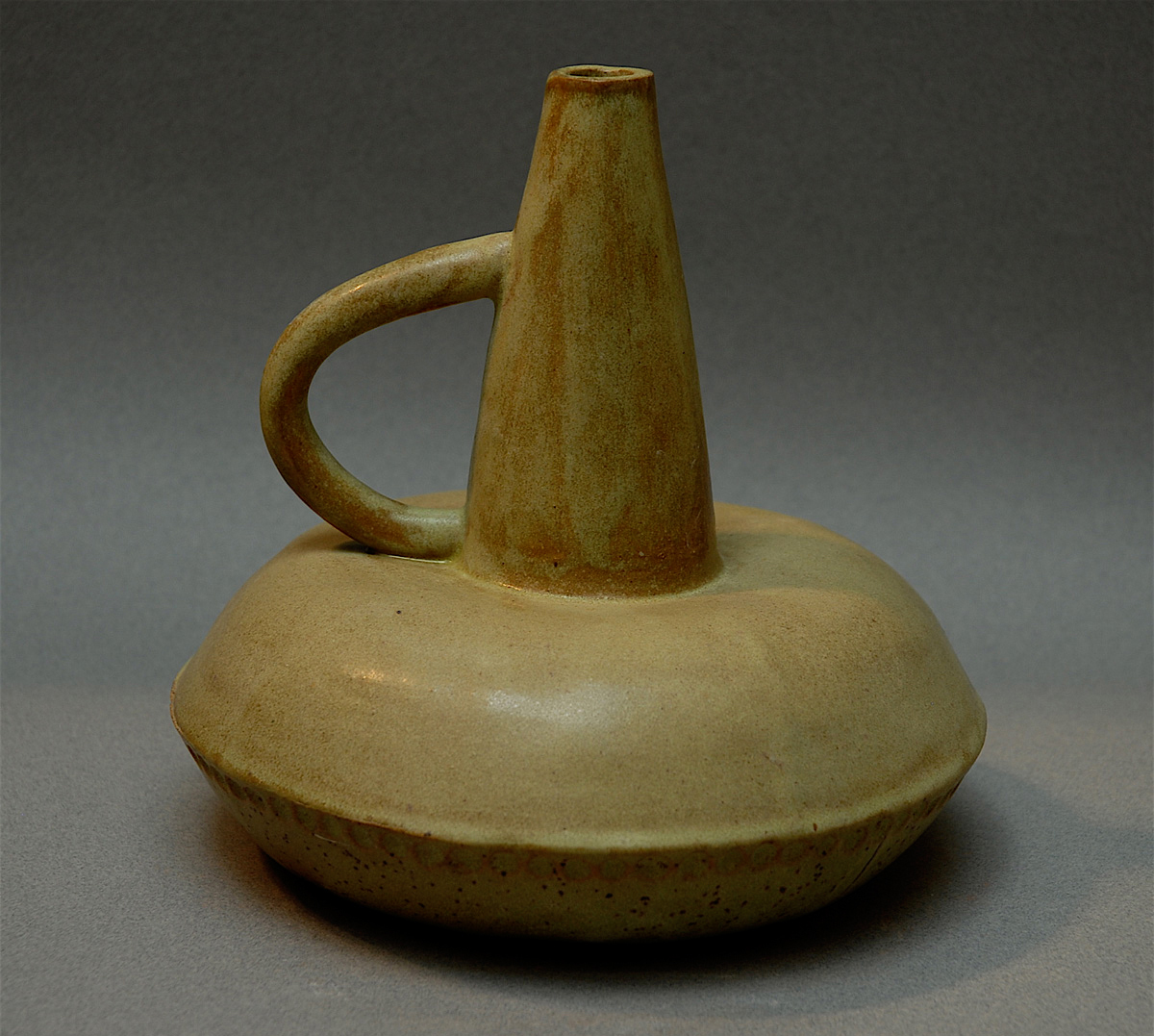GREEN VESSEL WITH HANDLE