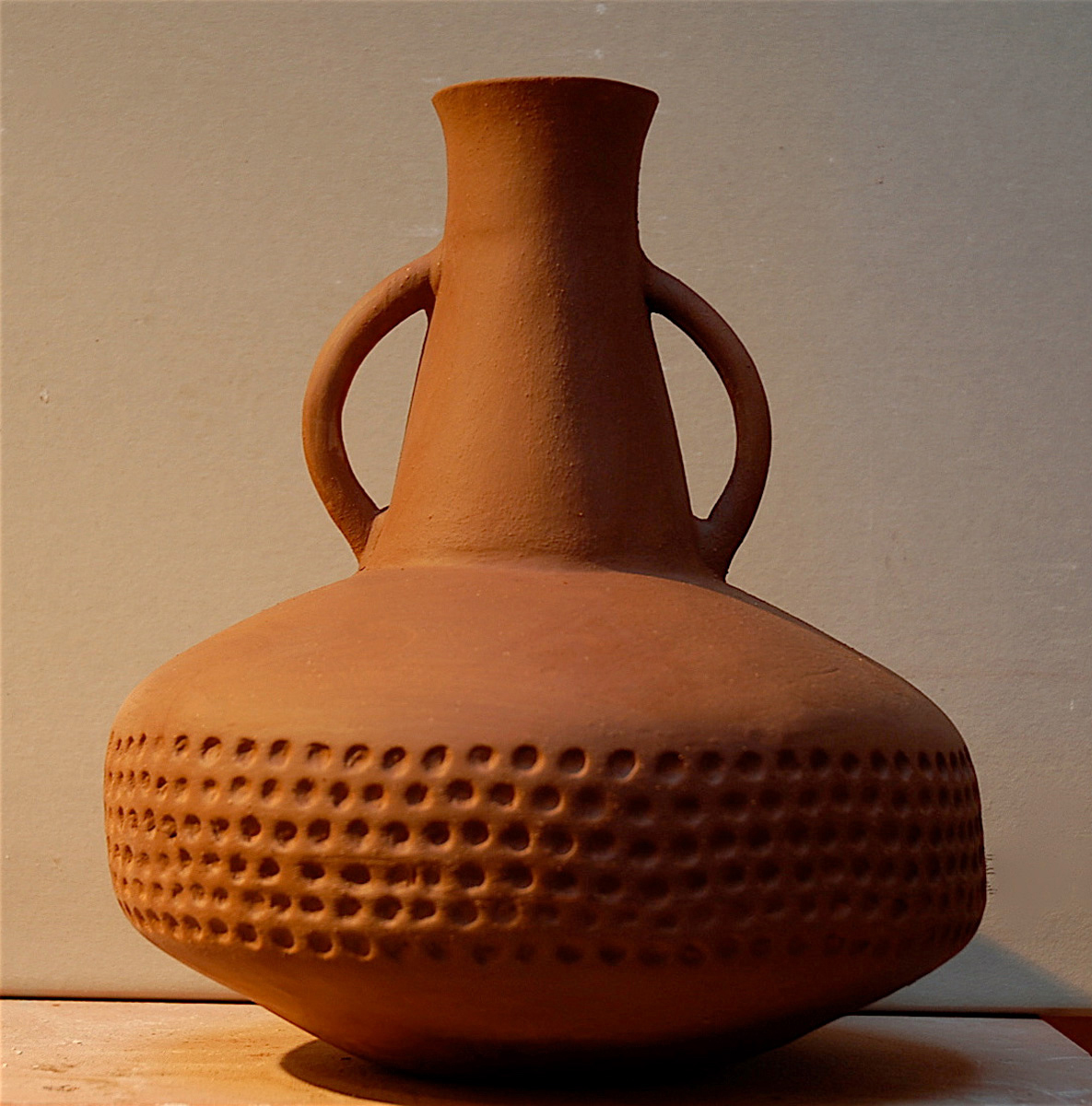 RED TEXTURED VESSEL WITH HANDLES