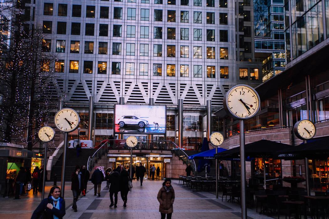 Times Square establishing shot ✓