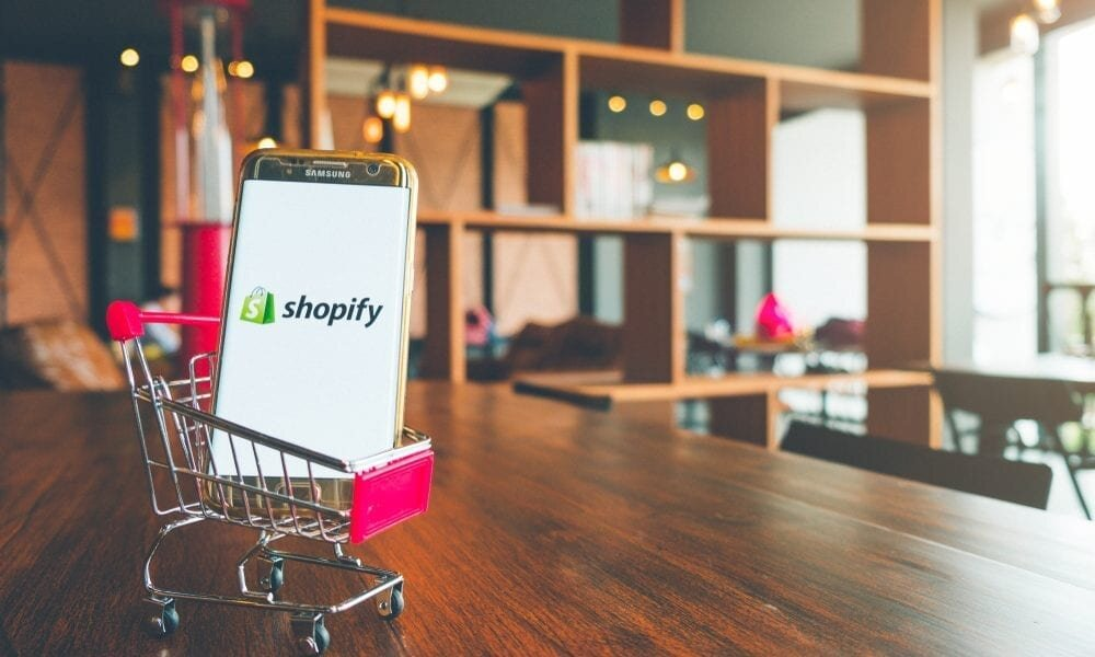 Shopify: Success Story - How Shopify uses Wipster to communicate across thousands of global stakeholders.