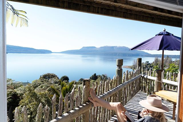 Nothing like a book and some sunshine ☀️Lake Tarawera turning it on 👌🏼 How amazing is this @airbnb?