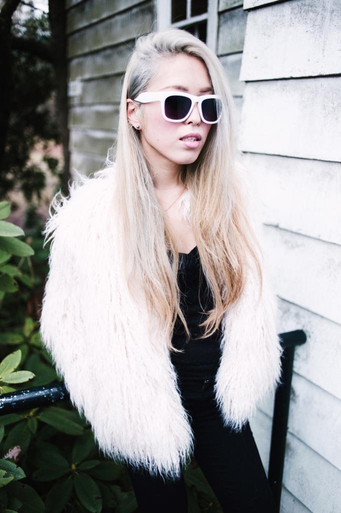 Aikas Love Closet Silver Hair .JPG