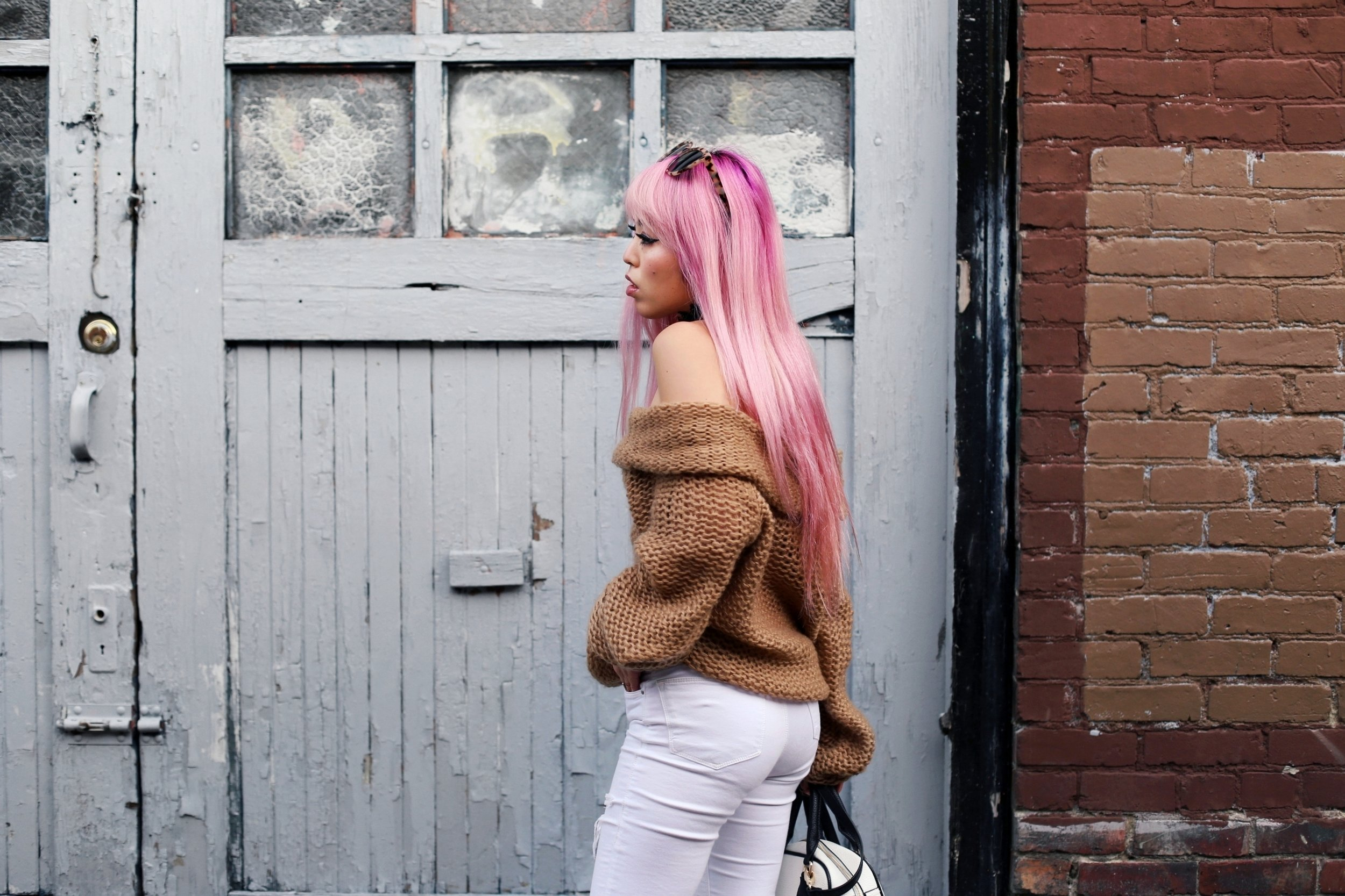 Urban Outfitters Sunglasses_Camel Off The Shoulder Sweater_TOPSHOP white jeans_ZARA Bag_ASOS Snake Skin Heels_Shop Dixi Lace Choker_Aika's Love Closet_Seattle Fashion Blogger_Japanese_Pink Hair_Colored Hair 14