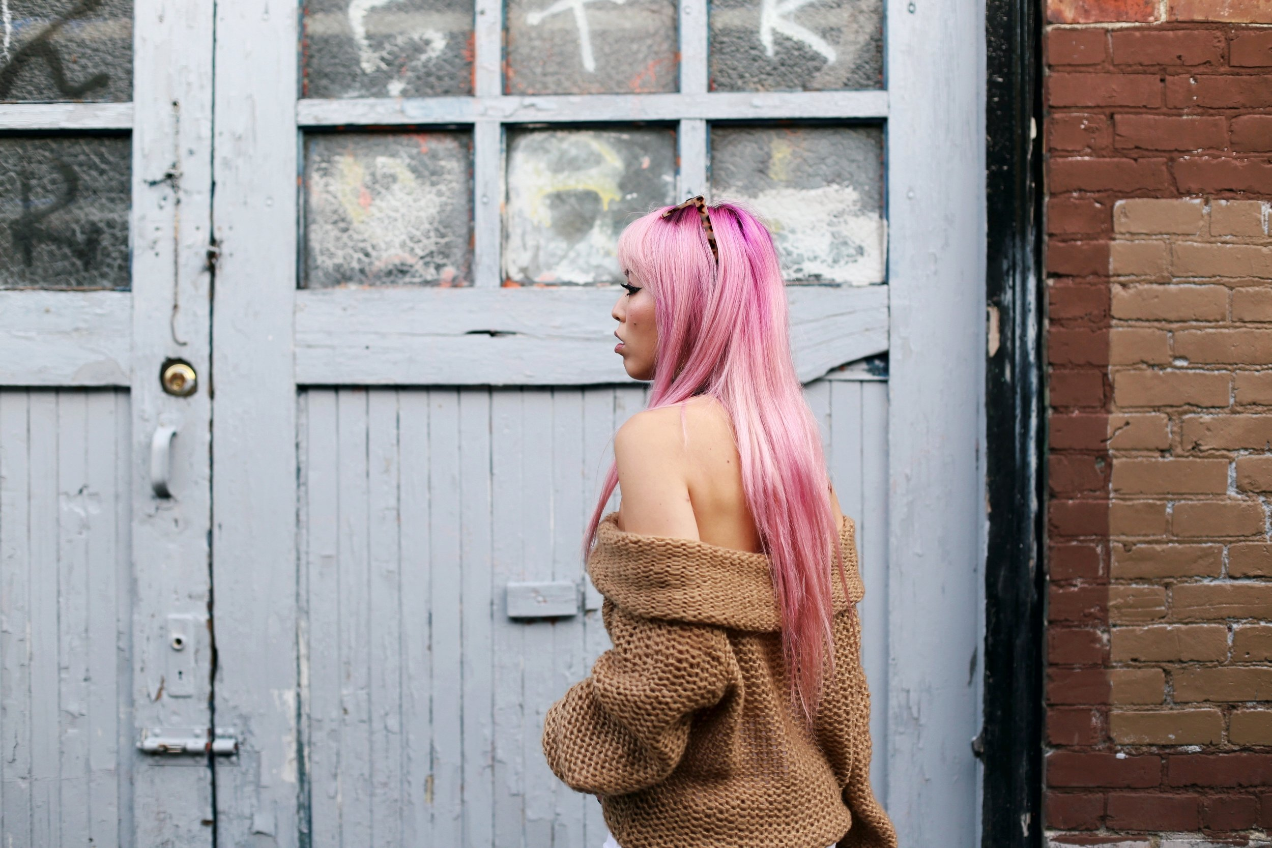 Urban Outfitters Sunglasses_Camel Off The Shoulder Sweater_TOPSHOP white jeans_ZARA Bag_ASOS Snake Skin Heels_Shop Dixi Lace Choker_Aika's Love Closet_Seattle Fashion Blogger_Japanese_Pink Hair_Colored Hair 20