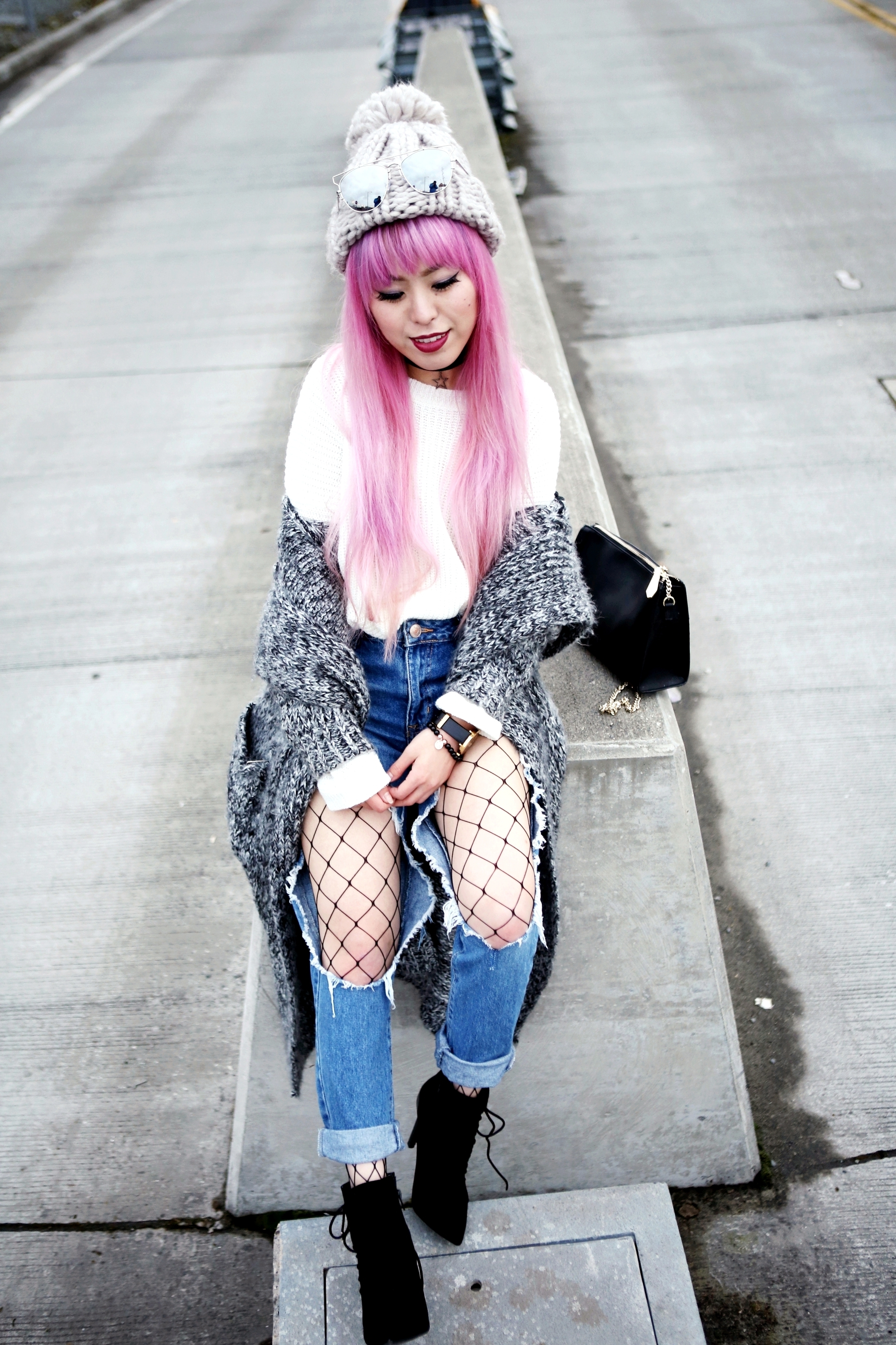 Asos Pom Pom Chunky Beanie_Forever 21 Sweater & Distressed Boyfriend Jeans_ASOS Fishnet Tights_Zara Star Velvet Chocker & Black Lace Up Boots_Gray Chunky Long Cardigan_Free People Mirrored Sunglasses_Pink Hair_Seattle Fashion Style Blogger_Japanese 2